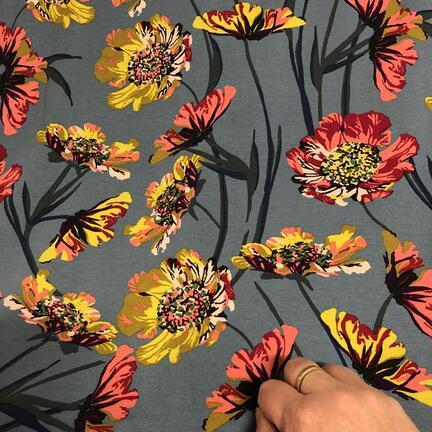 Viskosejersey med sommer blomster print.