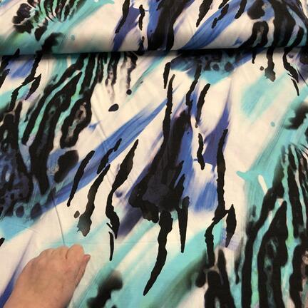 Viskosejersey med abstrakt print.
