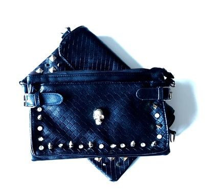 Bælte Taske Med Nitter kan spændes fast på et bælte