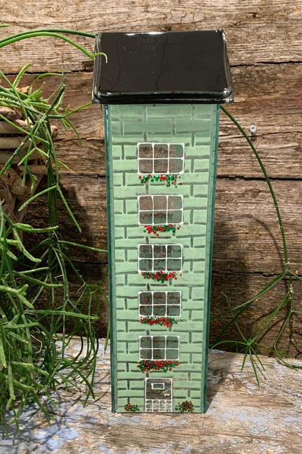 Fint glas hus til lys i dejlig grøn farve
