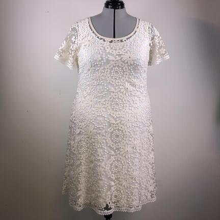 Brudekjoler fra Syfabrikken til plussize kvinder og piger. Brudekjoler i store størrelser. Brudekjole i strækblonde. Brudekjole i plussize. Enkle brudekjoler. enkel brudekjole.