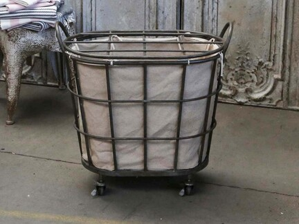 Vasketøjskurv på hjul